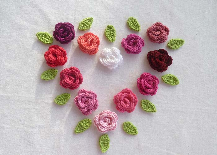 Rosas e folhas simples de crochê