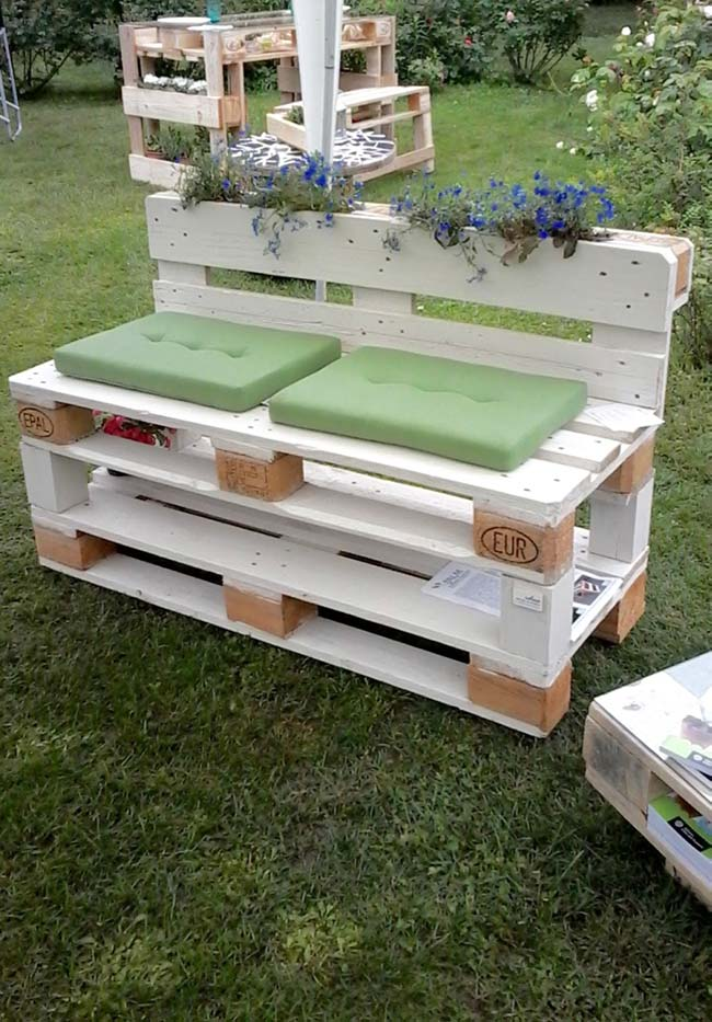 Banco de pallets branco para jardim