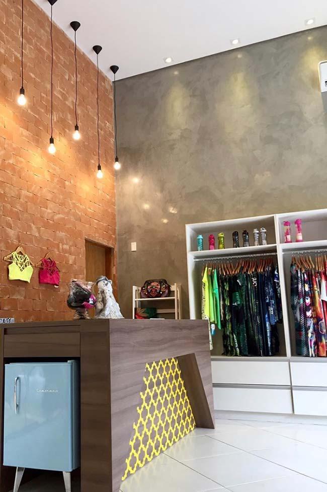 Loja de roupas com marmorato