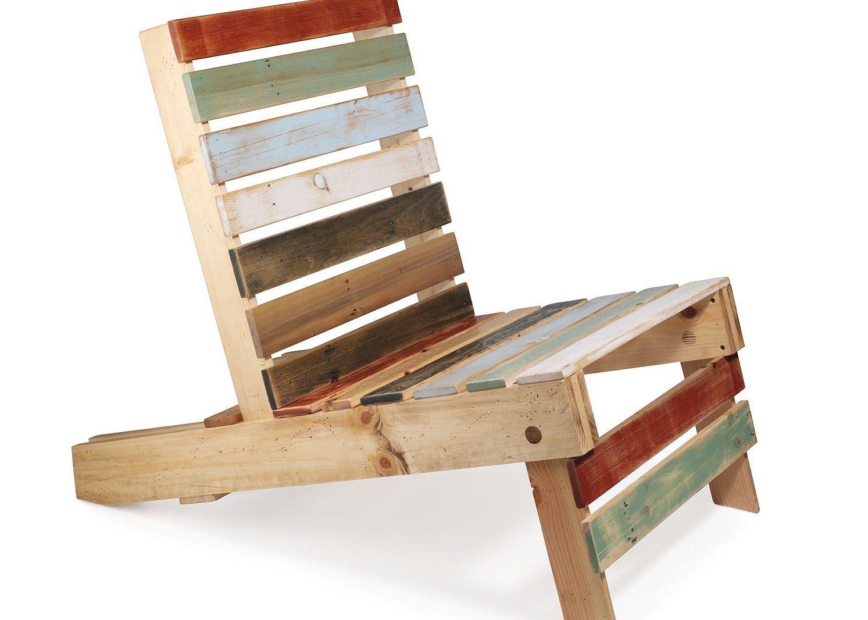 Ripas de madeira pintadas nesta poltrona