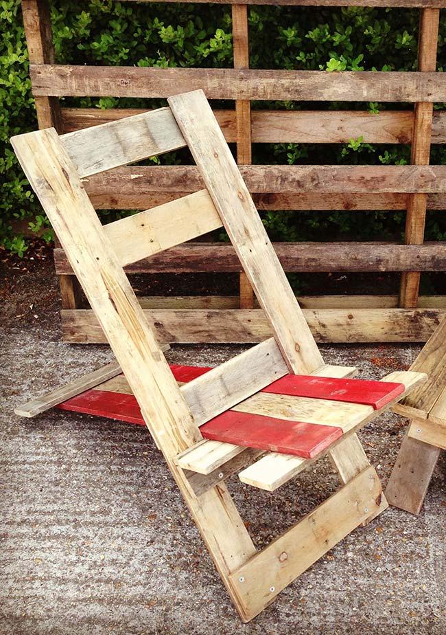 Poltrona de pallets reclinável para curtir os dias de sol