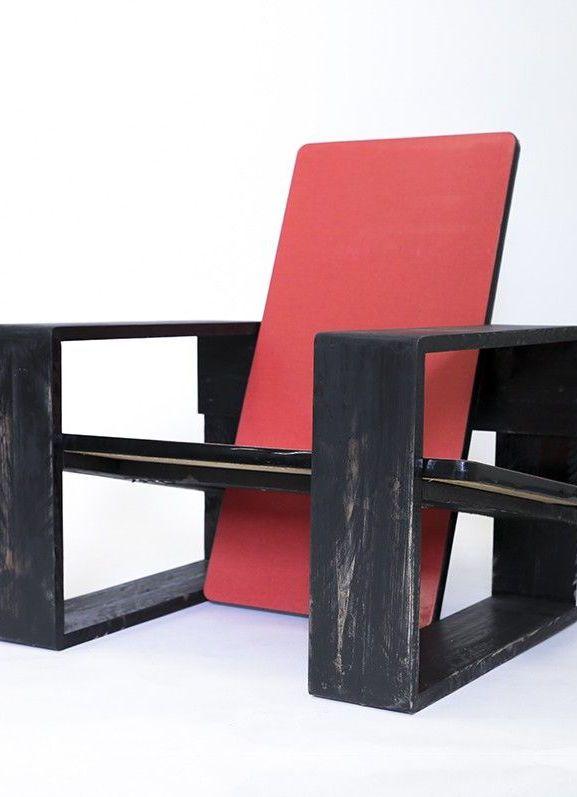 Poltrona feita com ripas de pallets e tábuas de madeira