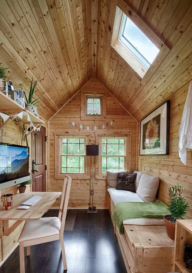 Sala rústica simples com madeira pinus