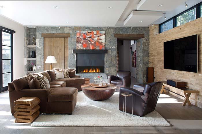 Sala rústica com tapete macio