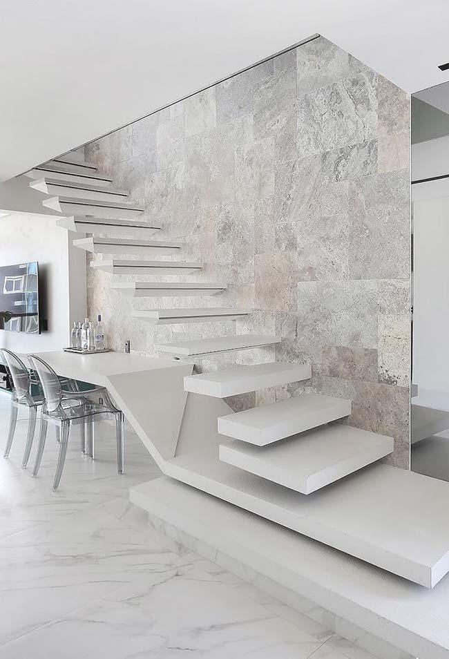 Efeito marmorizado do porcelanato acetinado deixou essa sala de jantar puro luxo