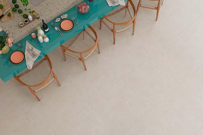 Rejunte no mesmo tom do piso deixa quase imperceptível a junção entre as peças