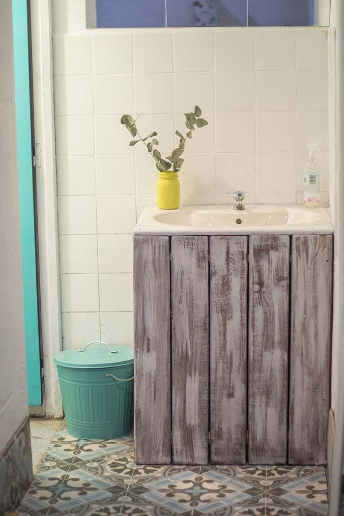 Gabinete de banheiro feito de pallet