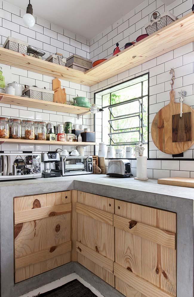 Armários de cozinha e prateleiras de pallet