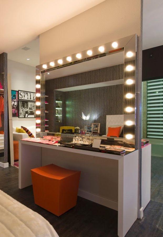 Pufes e bancos garantem a funcionalidade da penteadeira e possibilitam um ganho de espaço no quarto após o uso