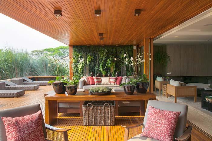 Piso para varanda: madeira no piso e no teto