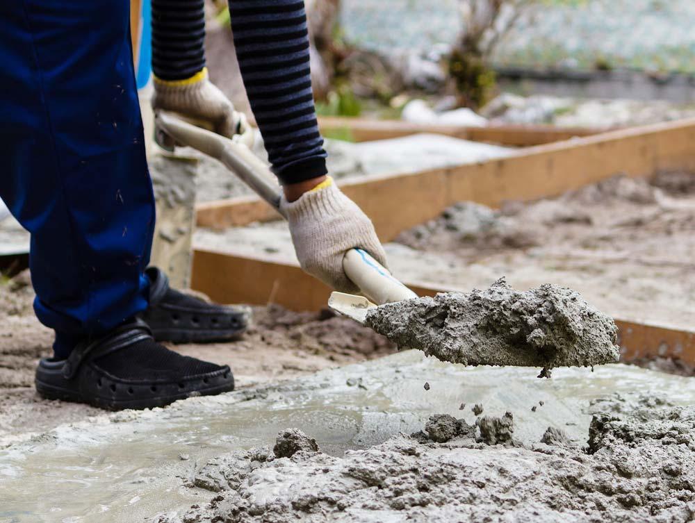 Aplicação de massa com cimento