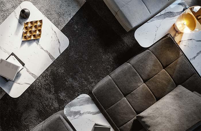 tampo da mesa de centro e das mesas laterais em mármore Carrara