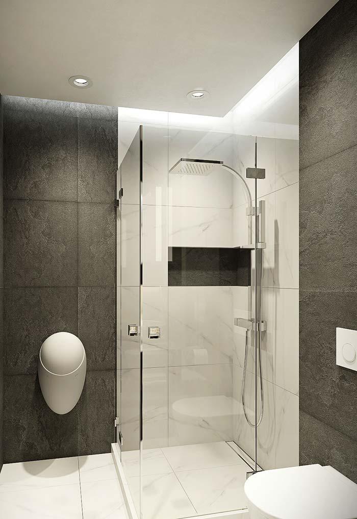 Branco do mármore Piguês contrasta com o revestimento escuro da parede