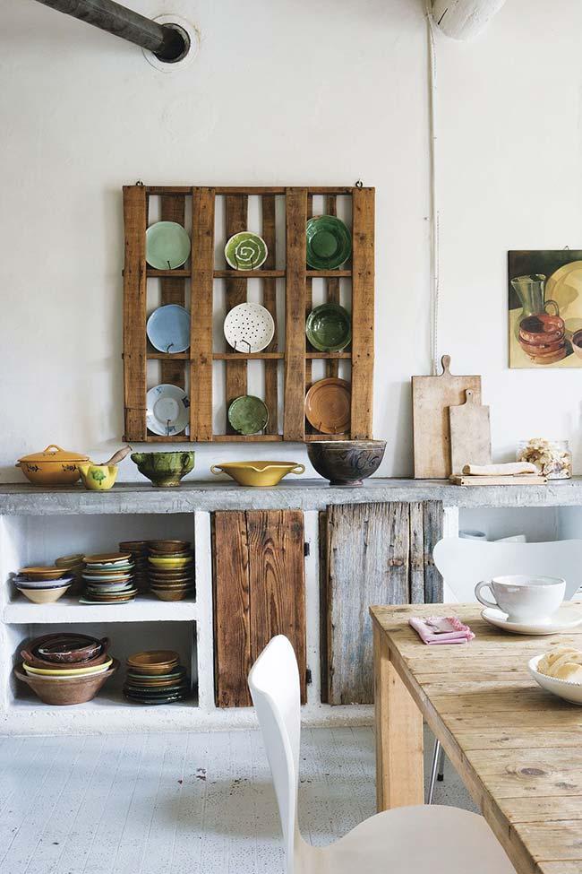 Cozinha com parede de pallets