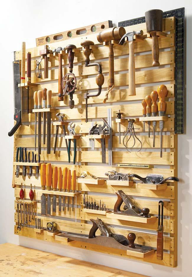 Parede de pallet para organizar ferramentas