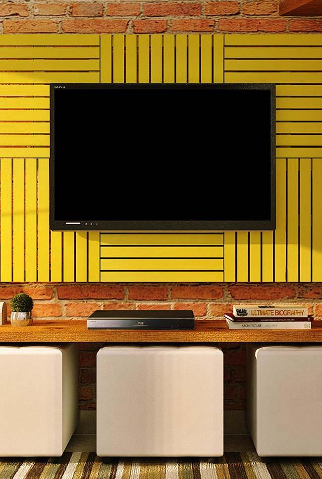 Painel de TV amarelo de pallet