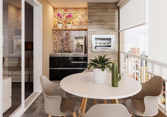"""Mesas redondas ocupam mais espaço, portanto, atente-se as medidas para não deixar a varanda gourmet """"apertada"""""""