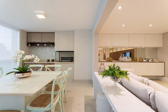 Ambientes integrados decorados de forma – quase — igual