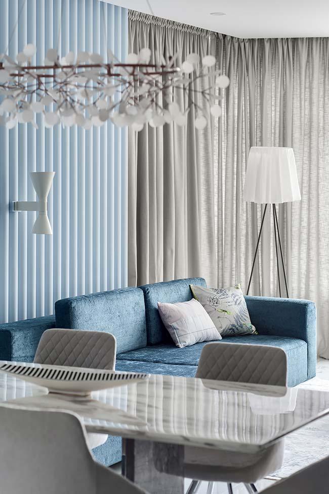 Abajur para sala alto em formato de tripé