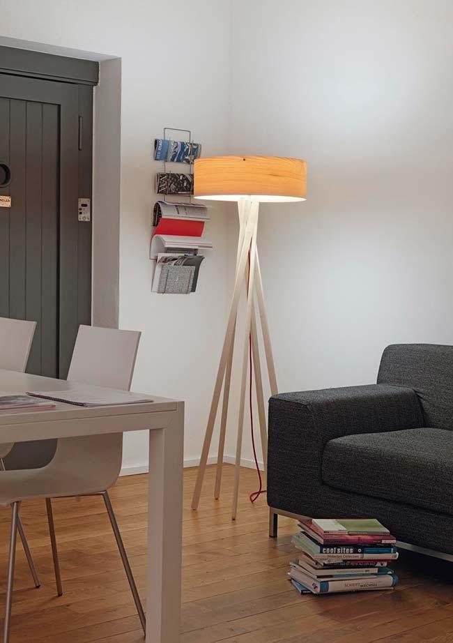 Cúpula pequena confere um design diferente e inovador para o abajur para sala de chão