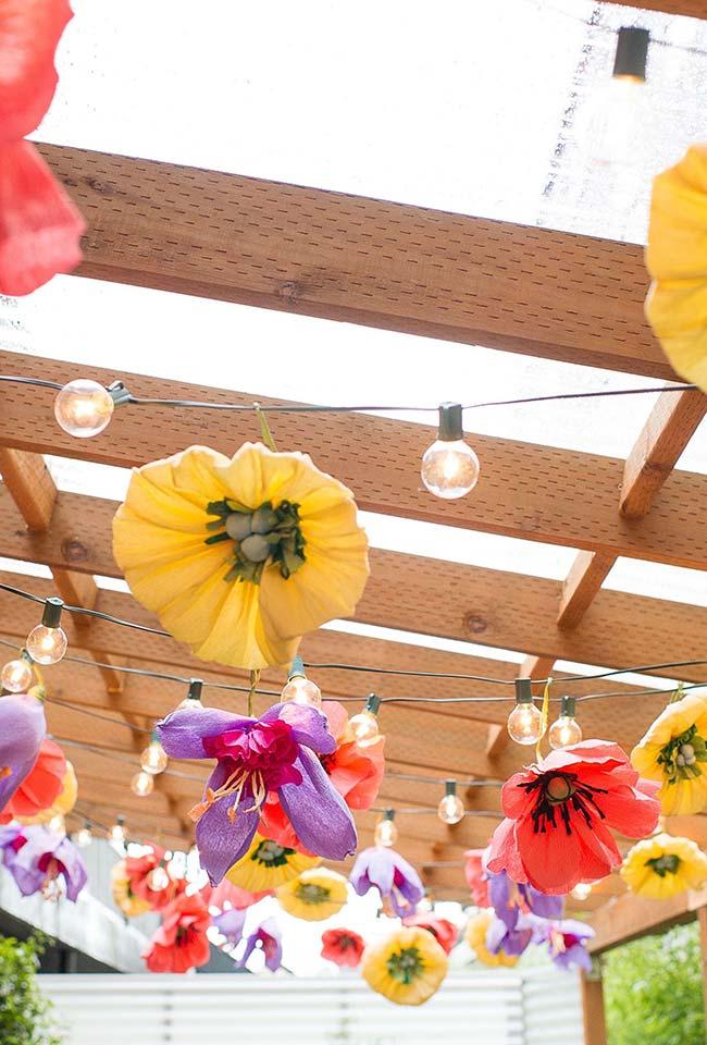 Flores gigantes na decoração de casamento faça você mesmo