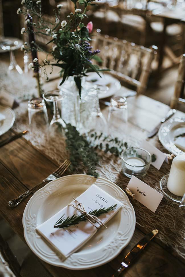 Tira de ráfia na decoração de casamento DIY