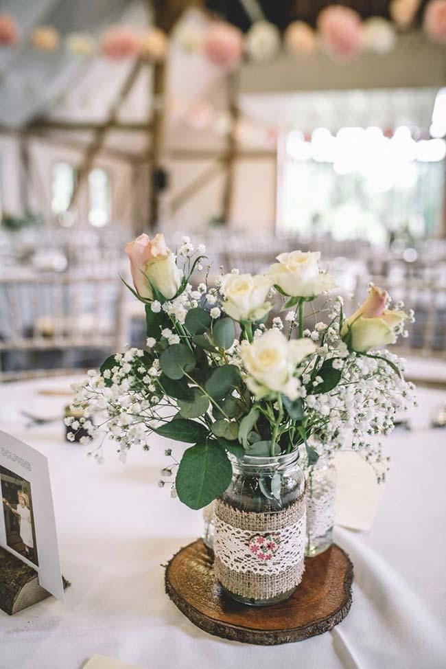 Decoração de casamento faça você mesmo: potinhos de vidro, juta e renda
