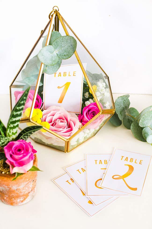 Decoração de casamento faça você mesmo: centros de mesa com vasos de terrário