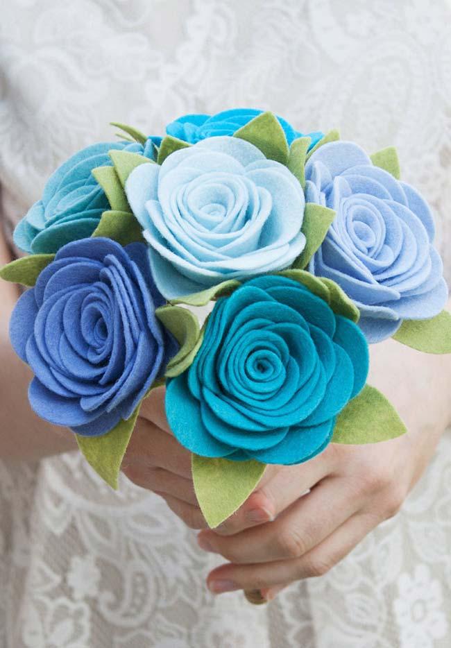 Buquê de noiva com flores na decoração de casamento faça você mesmo