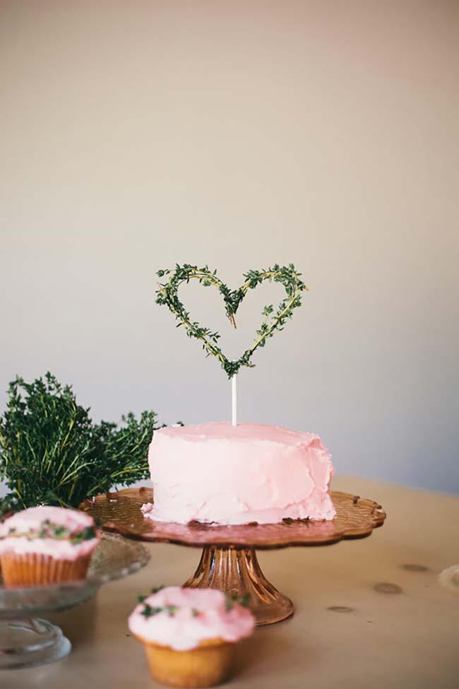 Decoração de casamento faça você mesmo: vai fazer o bolo também? Olha essa ideia