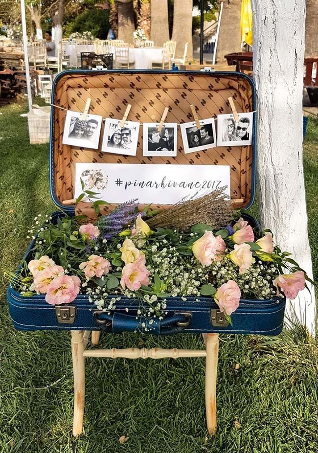 Mala ganhou uma nova função e passou a exibir as fotos dos noivos