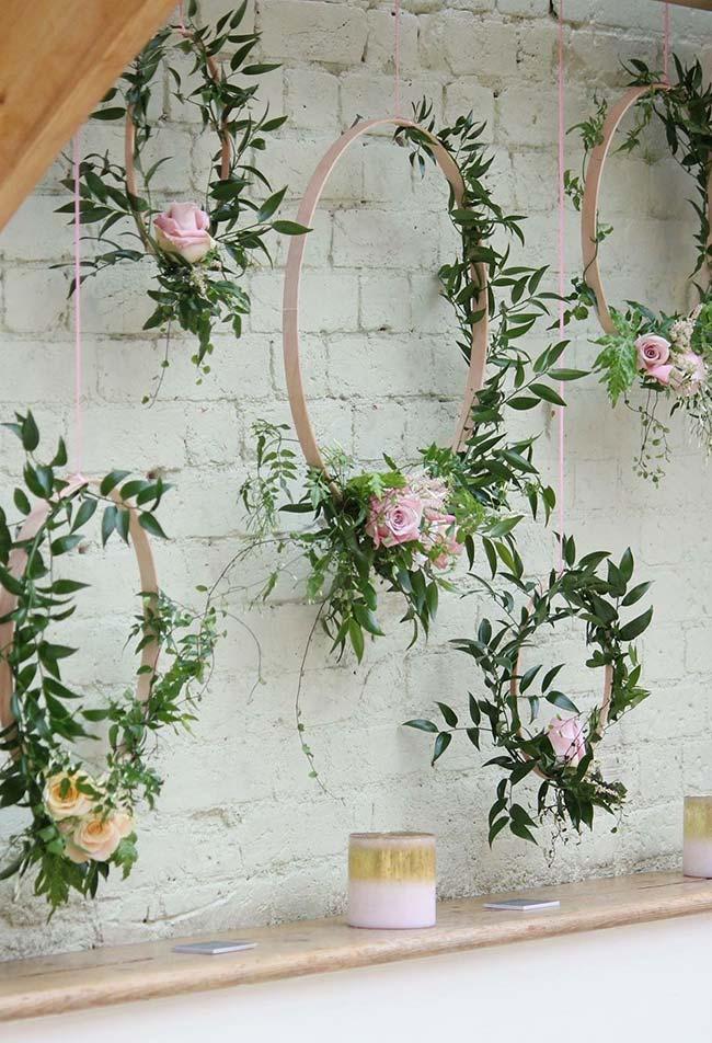 Arcos floridos estão em alta na decoração de casamentos