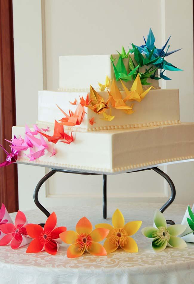 Bolo de casamento decorado com origamis
