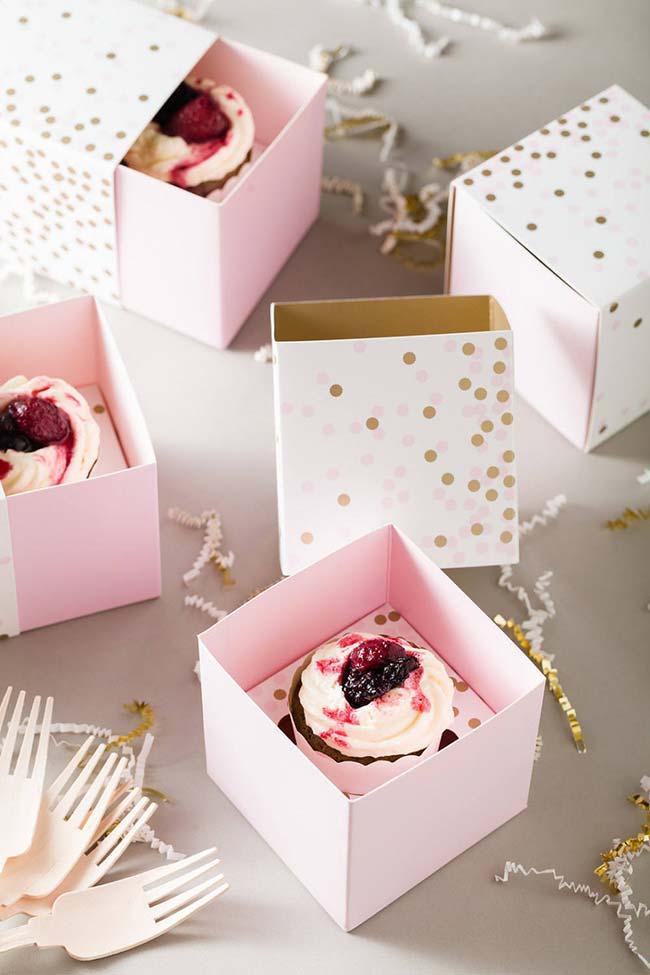Cupcakes na caixa como lembrancinhas de 15 anos