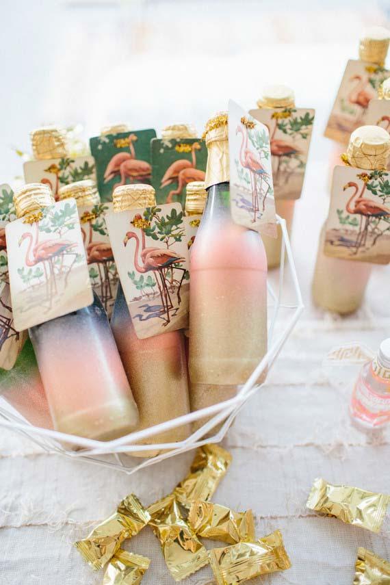 Lembrancinhas de garrafas especiais com o tema da festa