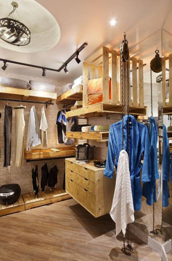 Closet masculino com guarda roupa de pallets