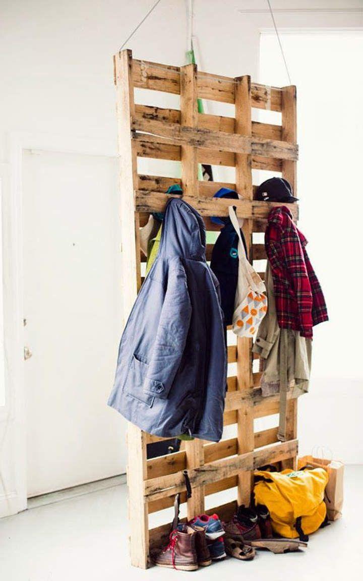 Guarda-roupa de pallet suspenso pelo teto