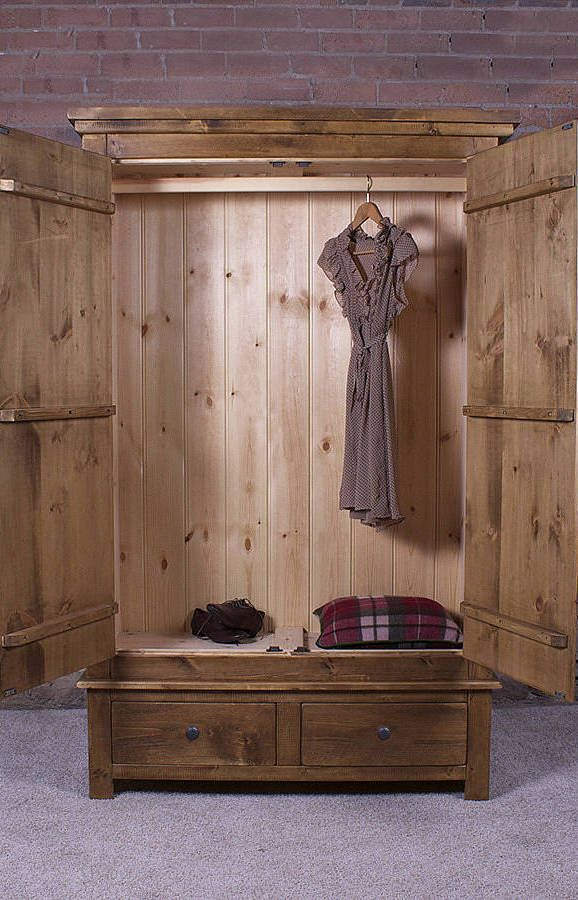 Guarda-roupa de pallets com porta