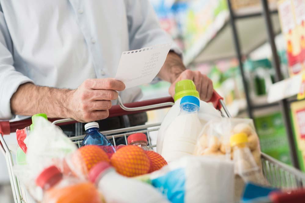 No momento da compra com lista de supermercado