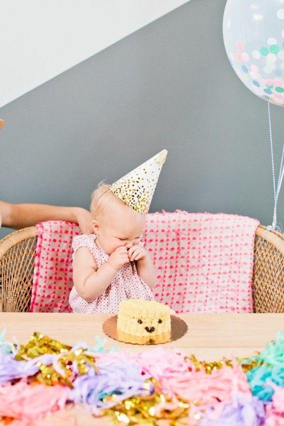 Chapéuzinho e minibolo para mesversário de bebê