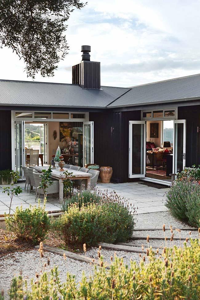 Telha de zinco combina com as paredes da casa