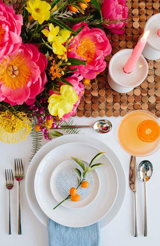 Galhinho com frutas para mesa posta