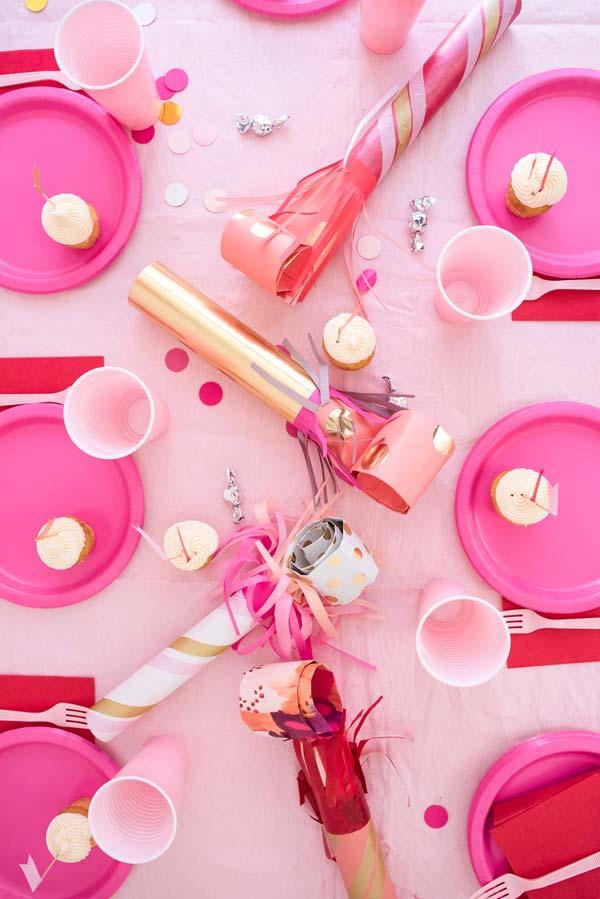 Decoração de mesa posta para festa com talheres