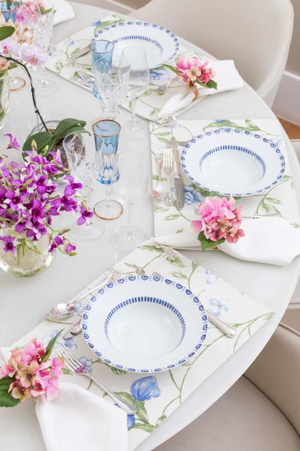 Jogo americano com estampa floral para mesa posta