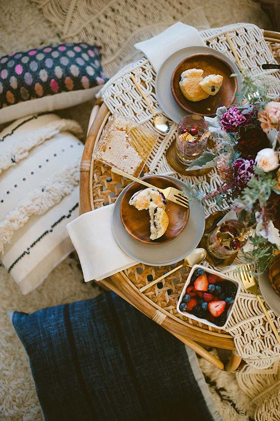 Mesa posta bonita para café da tarde