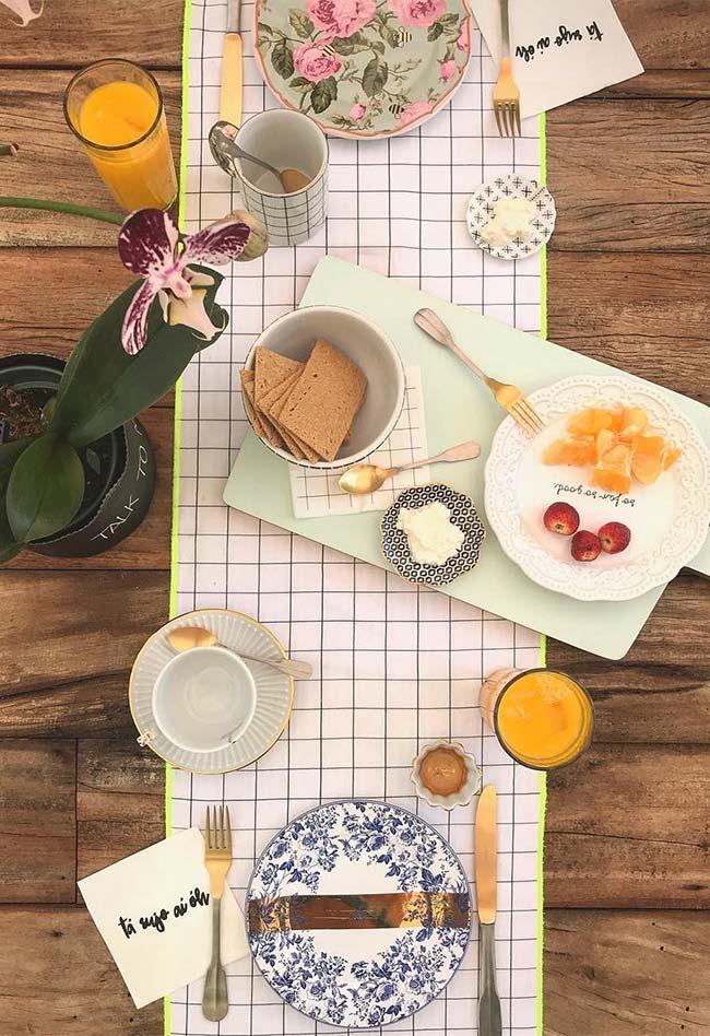 Mesa posta para café da manhã a dois