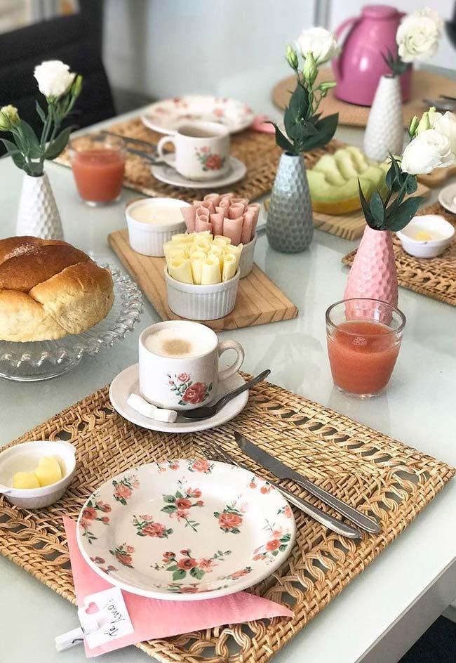 Café da manhã simples para mesa posta