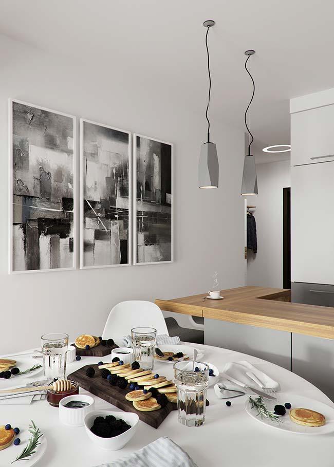 Parede de quadros na sala de jantar