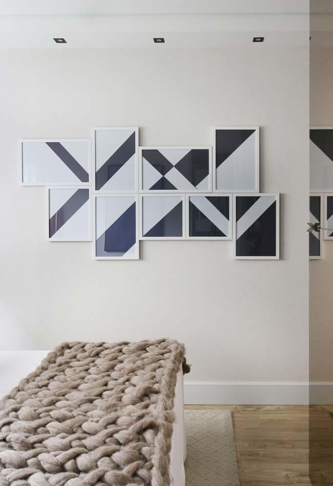 Parede de quadros na sala abstrata