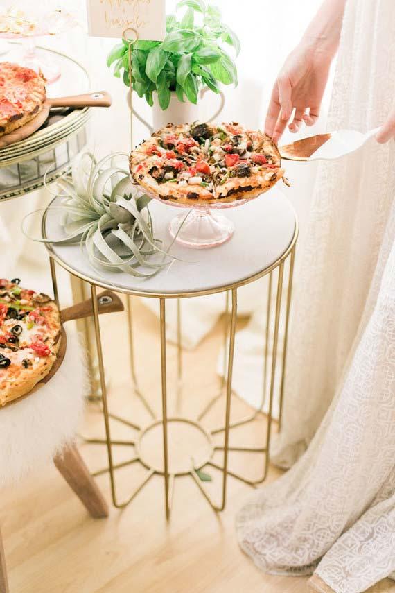 O que servir na festa de casamento em casa? Pizza! Mais informal, impossível